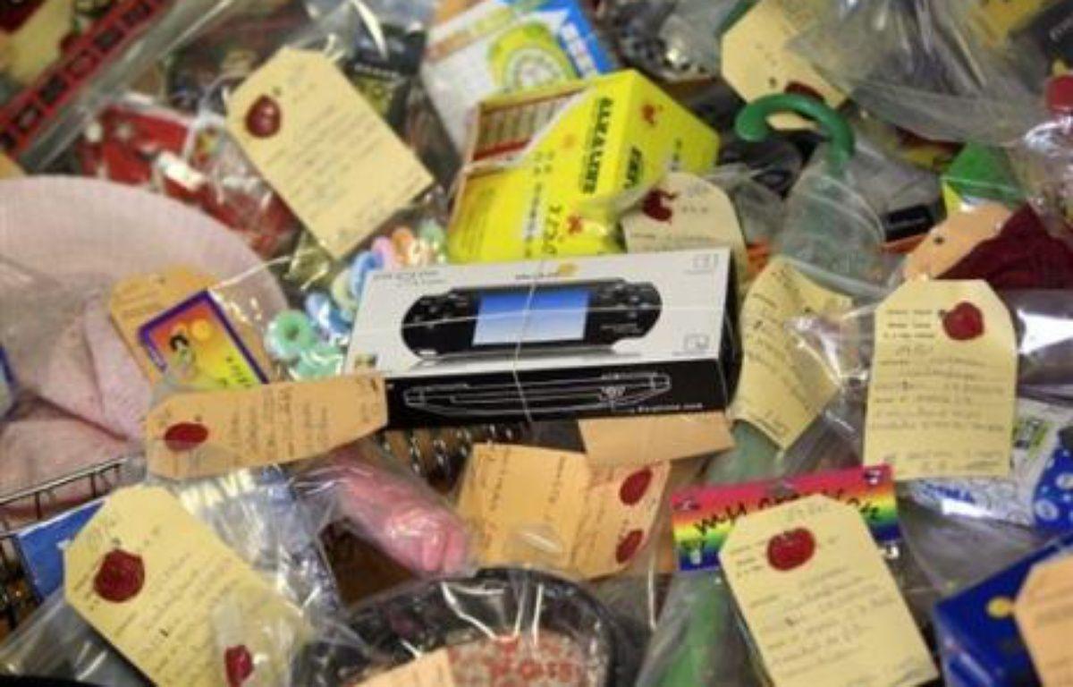 """Certains des milliers de jouets contrefaits importés de Chine, saisis en fin de semaine dernière à Lyon, peuvent """"être dangereux pour les enfants"""", a indiqué mercredi la police à Lyon, lors d'une conférence de presse. – Fred Dufour AFP"""
