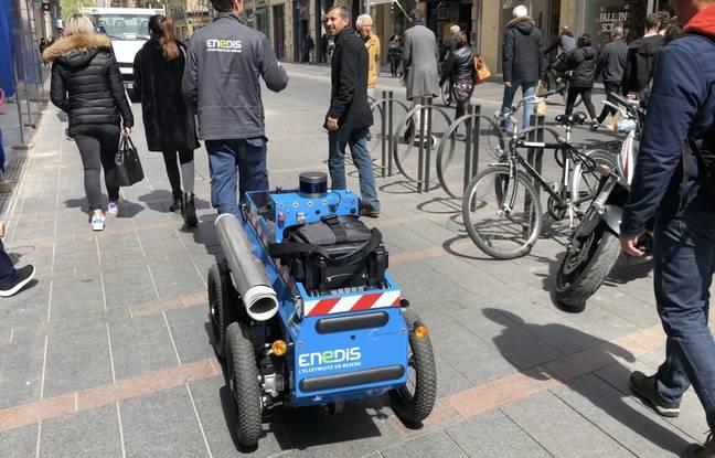 Le robot Sidene, dans les rue de Toulouse.