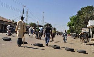 Des barricades dans la ville de Maiduguri au Nigeria après une explosion meurtrière, le 1er décembre 2014.