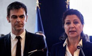Olivier Véran et Agnès Buzyn, le 17 février 2020 lors de leur passation de pouvoir.