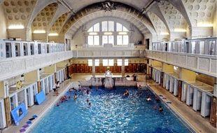 Les grands rendez-vous de septembre à Strasbourg: projection du film Les dents de la mer dans la piscine des Bains municipaux.