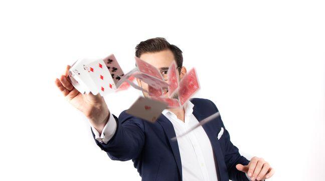 Coronavirus à Lille: Privés de scènes, les magiciens passent aux spectacles en visio