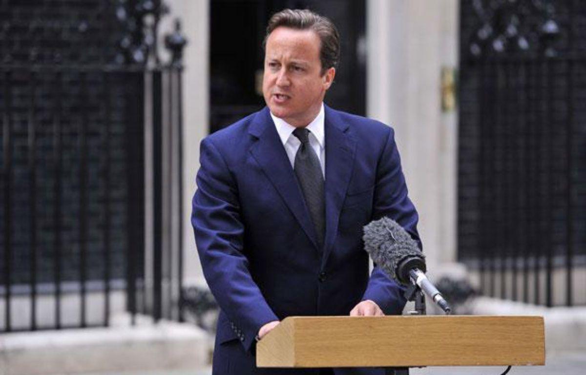 Le Premier ministre britannique David Cameron a tenu une conférence de presse mardi matin devant le 10 Downing Street, à Londres, à propos des émeutes que connaît le pays depuis trois jours. – Ray Tang / Rex Features/REX/SIPA