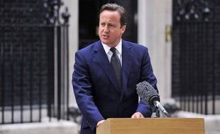 Le Premier ministre britannique David Cameron a tenu une conférence de presse mardi matin devant le 10 Downing Street, à Londres, à propos des émeutes que connaît le pays depuis trois jours.