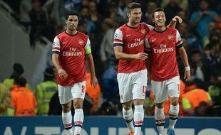Mesut Özil (à droite) a été excellent lors de la victoire d'Arsenal contre Naples le mardi 1er octobre 2013.