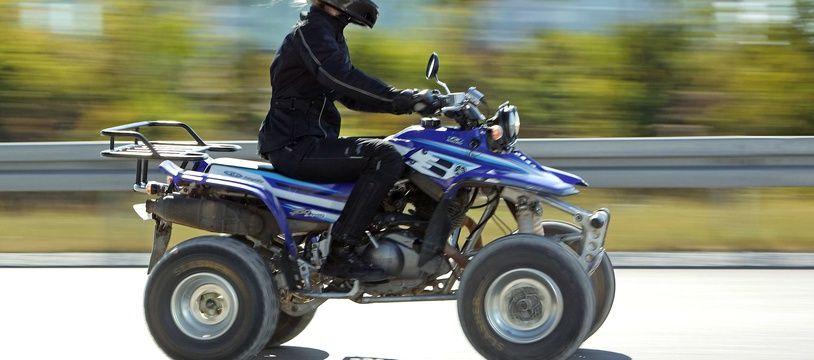 Un conducteur de quad sur une route (illustration).