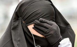 Une femme musulmane portant un voile à Lille le 12 juin 2015