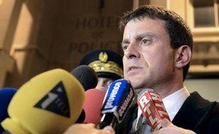 Le ministre de l'Intérieur, Manuel Valls, a annoncé mardi que l'objectif du gouvernement était de réduire la mortalité sur les routes par deux d'ici 2020.
