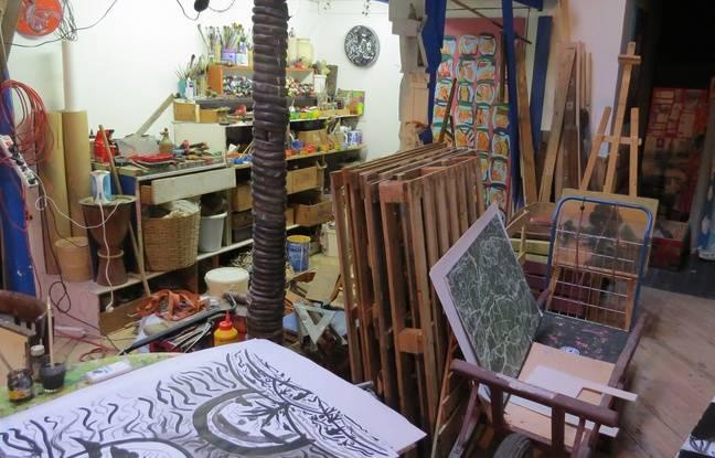 Un vendeur des Capucins lui garde les palettes pour son atelier.