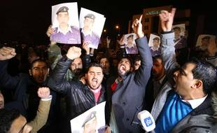 Des manifestants pour le pilote jordanien retenu en otage, le 27 janvier 2015 à Amman, en Jordanie.