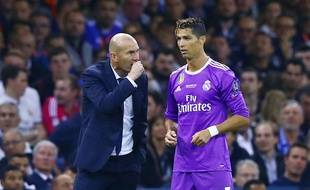 Zidane et Ronaldo en grande conversation lors de la finale de la Ligue des champions entre le Real Madrid et la Juventus, le 3 juin 2017.
