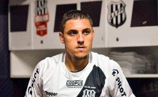 Camilo est un milieu de terrain de 20 ans évoluant actuellement en D2 brésilienne.