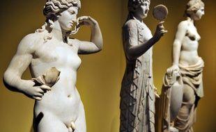 Statue d'Hermaphrodite (premier plan), au Victoria & Albert Museum de Londres.