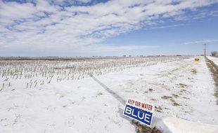 Sur le tracé du pipeline Keystone XL, dans le Nebraska, des pancartes rappelant le risque de pollution des eaux fleurissent.