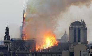 Notre-Dame en flammes à Paris.