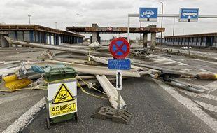 La destruction du poste frontière de Reckem à commencé.