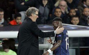 Laurent Blanc félicite Serge Aurier à sa sortie contre City
