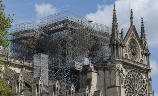 La structure de Notre-Dame de Paris a été sauvée par les pompiers.