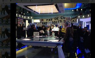 Capture d'écran du JT de France 2 interrompu par des intermittents du spectacle le 8 avril 2014