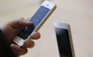 Apple est accusé de ralentir ses vieux iPhone pour sauver leur batterie (illustration).