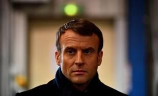 Emmanuel Macron lors de sa rencontre avec d'ex-salariés de Whirlpool à Amiens, le 22 novembre 2019.
