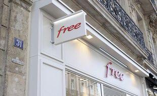 La devanture d'un magasin Free à Rouen.