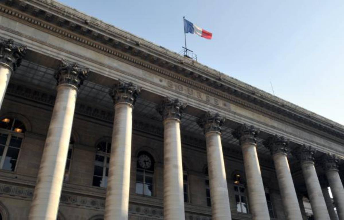 La Bourse de Paris passait dans le vert jeudi après-midi (+0,63%), après un début de séance en baisse, dans un marché qui profite de la hausse de Wall Street et d'un meilleur climat en Europe avant une réunion des ministres des Finances de la zone euro. – Eric Piermont afp.com
