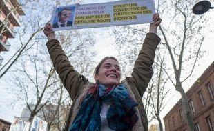 Une femme sui manifeste contre la réforme des retraites, le 10 décembre 2019à Toulouse.Crédit:FRED SCHEIBER/SIPA.