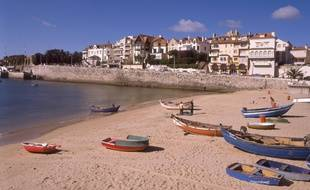 La plage de Cascais est l'une des plus belles du Portugal.