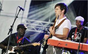 Nick McCarthy, des Franz Ferdinand, a joué avec l'Orchestre Poly-Rythmo, vendredi dernier.
