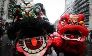 Des dragons animent le nouvel an chinois le 14 février 2016 à Paris