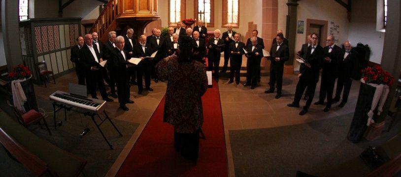 Chanter en choeur permet de faire baisser le stress, respirer par le ventre et augmente les défenses immunitaires.