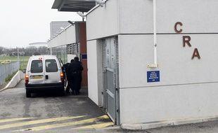 Devant le centre de rétention administrative de Cornebarrieu. Archives