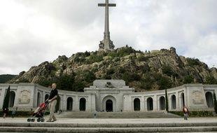 Franco est enterré dans la basilique de la Valle de los Caídos.