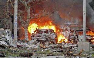 Une voiture piégée a explosé mercredi à l'hôtel Ambassadeur, dans le centre de la capitale somalienne Mogadiscio.