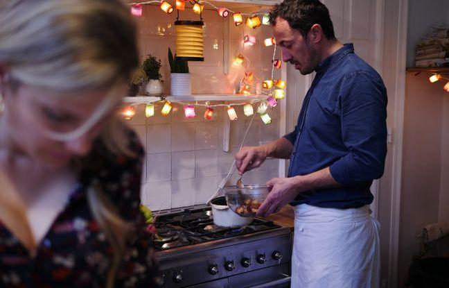 Le chef du Plaza Athénée, Romain Meder (à dr.), dans la cuisine d'Angèle Ferreux-Maeght (à g.)