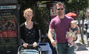 James Van der Beek et sa femme Kimberly Brook, avec leur fille Olivia, à Los Angeles, le 30 avril 2011.