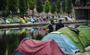 550 migrants avaient élu domicile sur les bords du Canal Saint-Martin, selon un recensement.