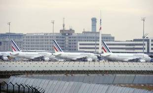 Le trafic aérien doit revenir vendredi à la normale après quatre jours de grève, surtout suivie par les pilotes d'Air France, mais syndicats et gouvernement, qui ont rendez-vous dans la matinée, campent sur leurs positions, ce qui pourrait déboucher sur un nouveau conflit en février.
