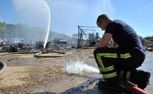 Les 400 occupants d'un camp rom à Vaulx-en-Velin (Rhône) qui avait été partiellement détruit par un incendie le 15 août ont été expulsés par la police tôt vendredi matin, a-t-on appris auprès des associations et de la préfecture du Rhône.