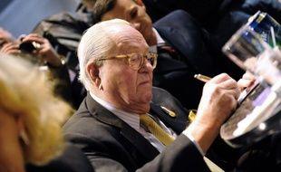 """Le président d'honneur du Front national, Jean-Marie Le Pen, explique dimanche dans un entretien au Parisien qu'il n'a pas envie d'être candidat aux législatives en juin, et s'en prend à Jean-Luc Mélenchon qui l'a récemment accusé d'avoir été """"un tortureur"""" en Algérie."""