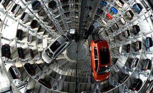 Une Passat et une Golf dans l'usine Volkswagen le 10 mars 2015 à Wolfsburg