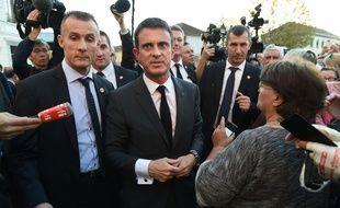 Manuel Valls lors de son déplacement à Moirans le 10 octobre 2015.                             AFP PHOTO/PHILIPPE DESMAZES