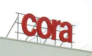 Le supermarché Cora à  Bruay-Labuissière, le 07 septembre 2001.