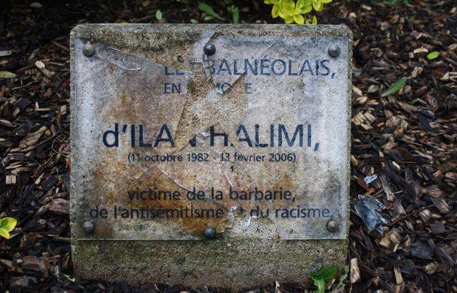 La plaque en mémoire d'Ilan Halimi, un jeune juif kidnappé, torturé et tué par le «gang des barbares» a été découverte brisée à Bagneux.