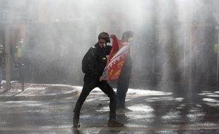 Un manifestant à Toulouse, le 13 avril 2019, pendant l'acte 22 des