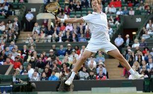 Richard Gasquet a été impressionnant d'autorité face à l'Espagnol Nicolas Almagro, sèchement écarté en trois sets 6-3, 6-4, 6-4, pour se qualifier vendredi pour les huitièmes de finale de Wimbledon