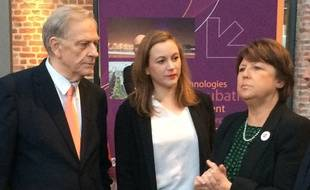 Axelle Lemaire (au centre) accueillie par Martine Aubry et Pierre de Saintignon
