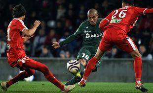 L'attaquant stéphanois Wahbi Khazri, ici lors du 16e de finale de Coupe de la Ligue entre Nîmes et l'ASSE en novembre.