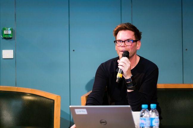 Chris Dancy anime des «mindful cyborg sessions» depuis début 2016. Il était invité à la Gaîté Lyrique le 11 juin 2016 dans le cadre de Futur en Seine.